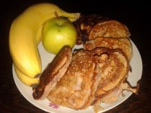 Drożdżowe placuszki z wiśniami i bananem
