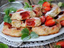 Drożdżowe racuchy z truskawkami