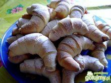 Drożdżowe rogaliki z nutą cytryny
