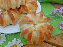 Drożdżowe wianuszki z kawowym serem