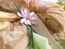 Drożdżowiec z serem białym i szczypiorkiem