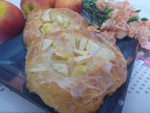 Drożdżówki z jabłkami i cytrynowym lukrem