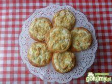 Drożdżówki z migdałowym serem