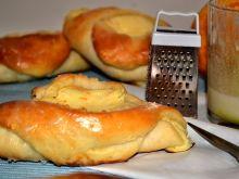 Drożdżówki z pomarańczowym serem