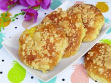 Drożdżówki z serem i kruszonką