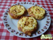 Drożdżówki z serem i kruszonką.