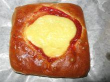 Drożdżówki z serem i marmoladą