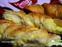 Drożdżówki z serem i żurawiną