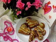 Drożdżowo - piernikowe serca nadziane wiśniami