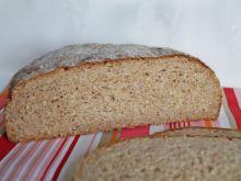 Drożdżowy chleb orkiszowy z kaszą jaglaną