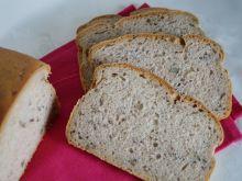 Drożdżowy chleb pszenno-żytni z ziarnami
