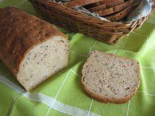 Drożdżowy chleb z płatkami i otrębami