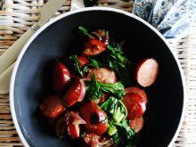 Duszona kiełbaska z jarmużem do ziemniaków