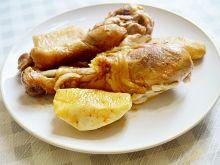 Duszone pałki z kurczaka z jabłkami