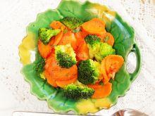 Duszone warzywa  marchewka z brokułem