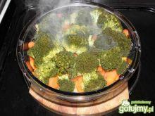 Duszony brokuł z marchewką i ziemniakami