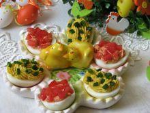Dwukolorowe jajka faszerowane