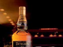 Dwunastoletnia luksusowa whisky Dewar's