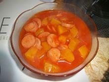 Dynia z parówkami w sosie pomidorowym