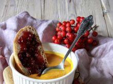 Dyniowa zupa krem z morelą oraz żurawinową grzanką