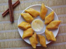 Dyniowe leniwe z sosem śmietankowo-cynamonowym
