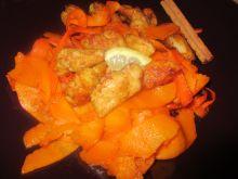 Dyniowo-marchewkowe wstążki z imbirowym kurczakiem