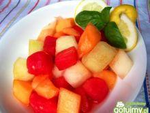 Egzotyczna sałatka owocowa.