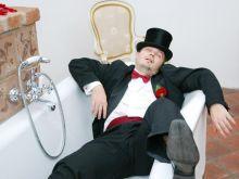 Facet budzi się po kilkutygodniowym piciu