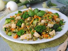 Fasola mung w filetem i warzywami