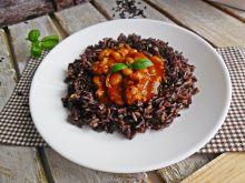 Fasolka po bretońsku z mięsem i czarnym ryżem
