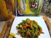 Fasolka szparagowa zielona z warzywami w jajku