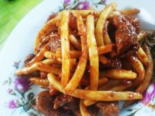 Fasolka z mięsem  i sosem pomidorowym