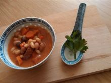 Fasolka z warzywami i kiełbasą