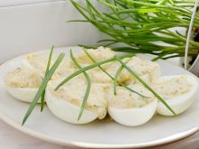 Faszerowane jajka z chrzanem żurawinowym