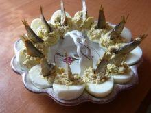 Faszerowane jajka z wędzonymi szprotkami