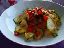 Fettuccine z pesto pomidorowym i warzywami