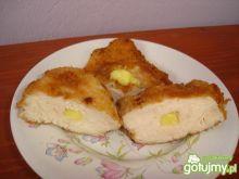 Filet nadziewany żółtym serem.