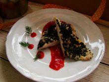 Filet w czarnuszce z sosem miodowo- truskawkowym
