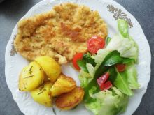 Filet z cynamonem pieczonymi ziemniakami i sałatką