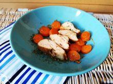 Filet z kurczaka w sosie sojowym z marchewką