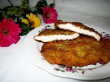 Filet z kurczaka z cebulowa nutką w panierce