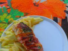 """Filet z kurczaka z """"frytkami"""" z  kalarepy"""