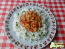 Filet z kurczaka z papryką w sosie