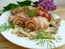 Filet z kurczaka z salami boczkiem na pieczarkach