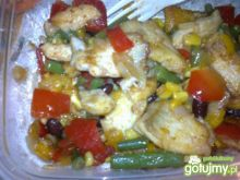 Filet z ryby z warzywami z patelni