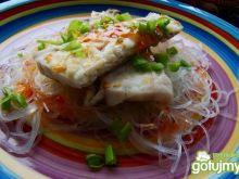 Filet z sandacza na makaronie ryżowym