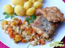 Filety z pstrąga w mące i warzywach