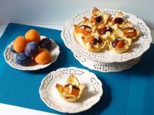 Francuskie babeczki z budyniem i owocami
