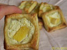 Francuskie ciasteczka z budyniem i ananasem