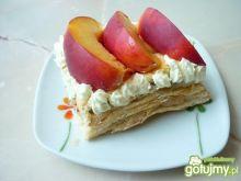 Francuskie ciastka z nektarynkami